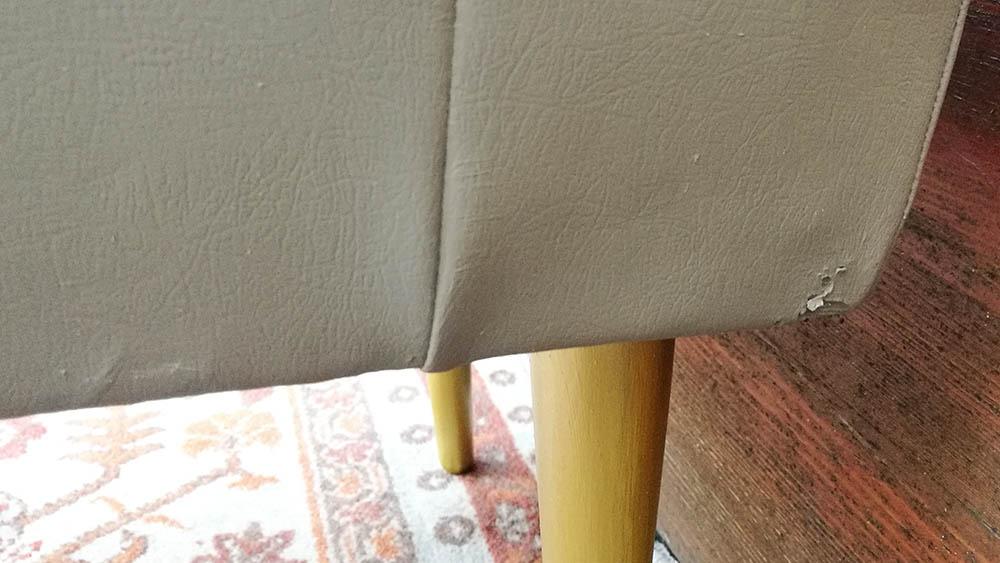 A műbőr felület hibáit a festés nem tűnteti el